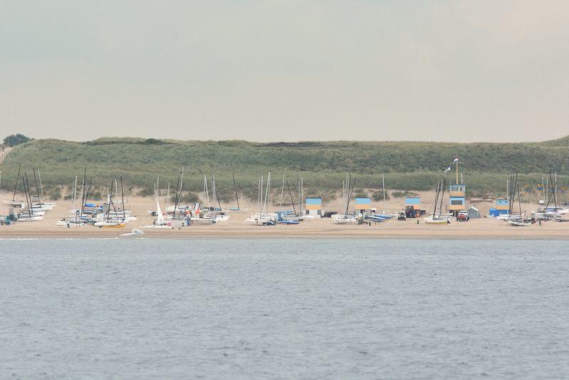 Catamaranhaven op het strand