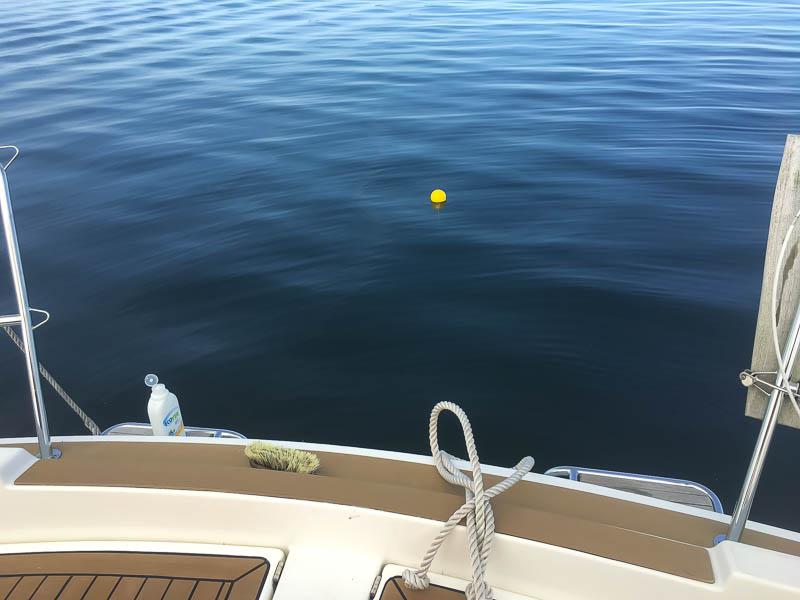 Ankerboei achter de boot