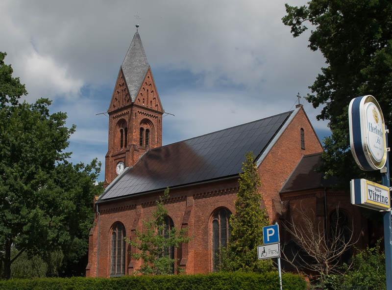 Kerk met zonnedak